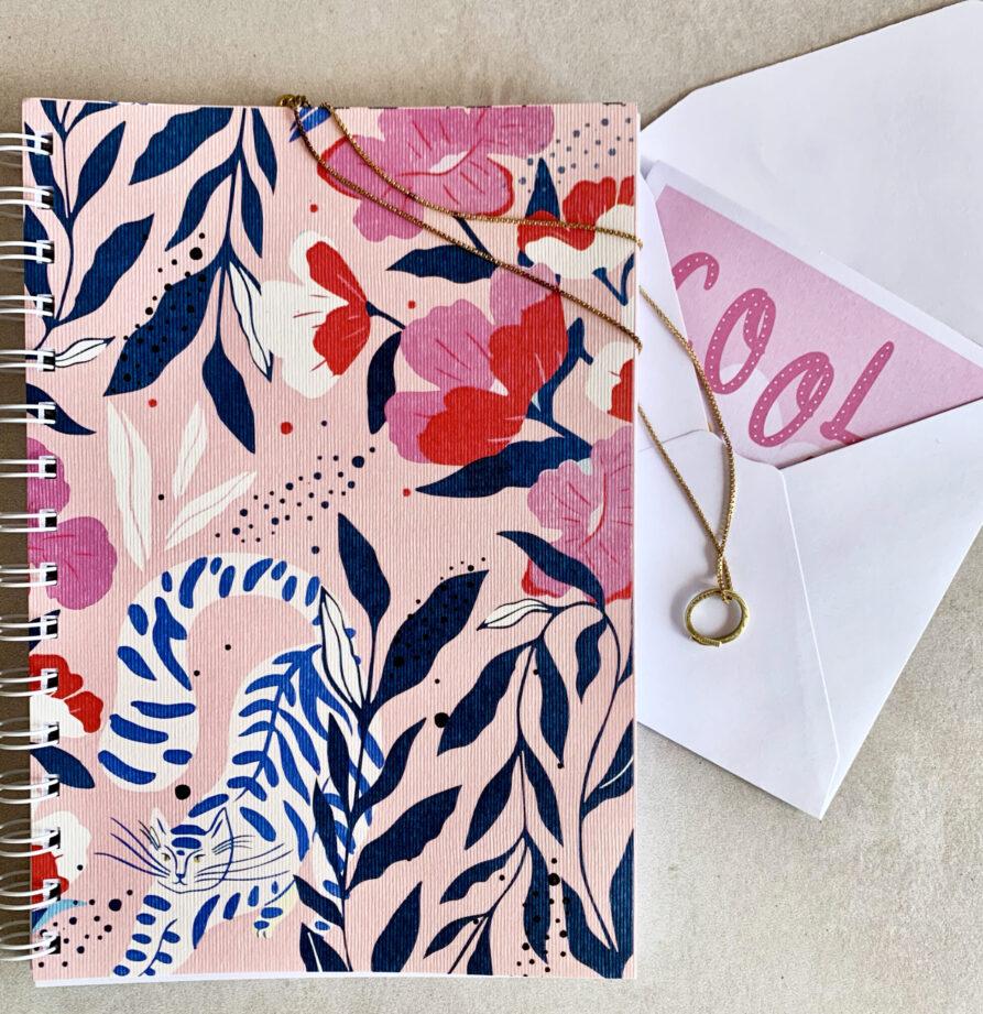 Regalo Dia del Amigo: Cuaderno + Colgante + Tarjeta